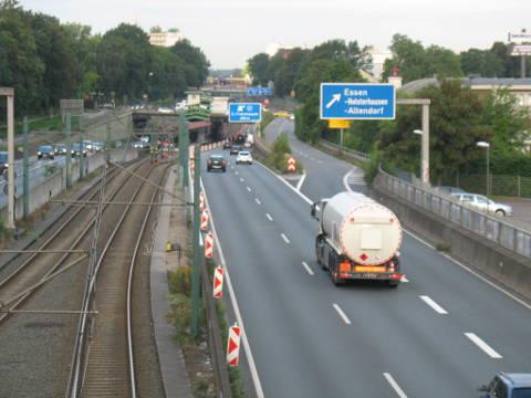 Die A40 in Essen noch im trockenen Zustand im September 2016