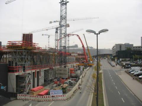 Der Bau der neuen WAZ an der Bottroper Straße gegenüber dem EKZ