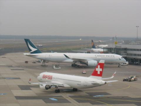 L'Airbus A350 de Cathay Pacific et l'Airbus A319 de Swiss